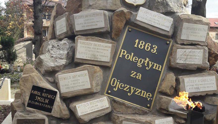 6B z wizytą na Starym Cmentarzu